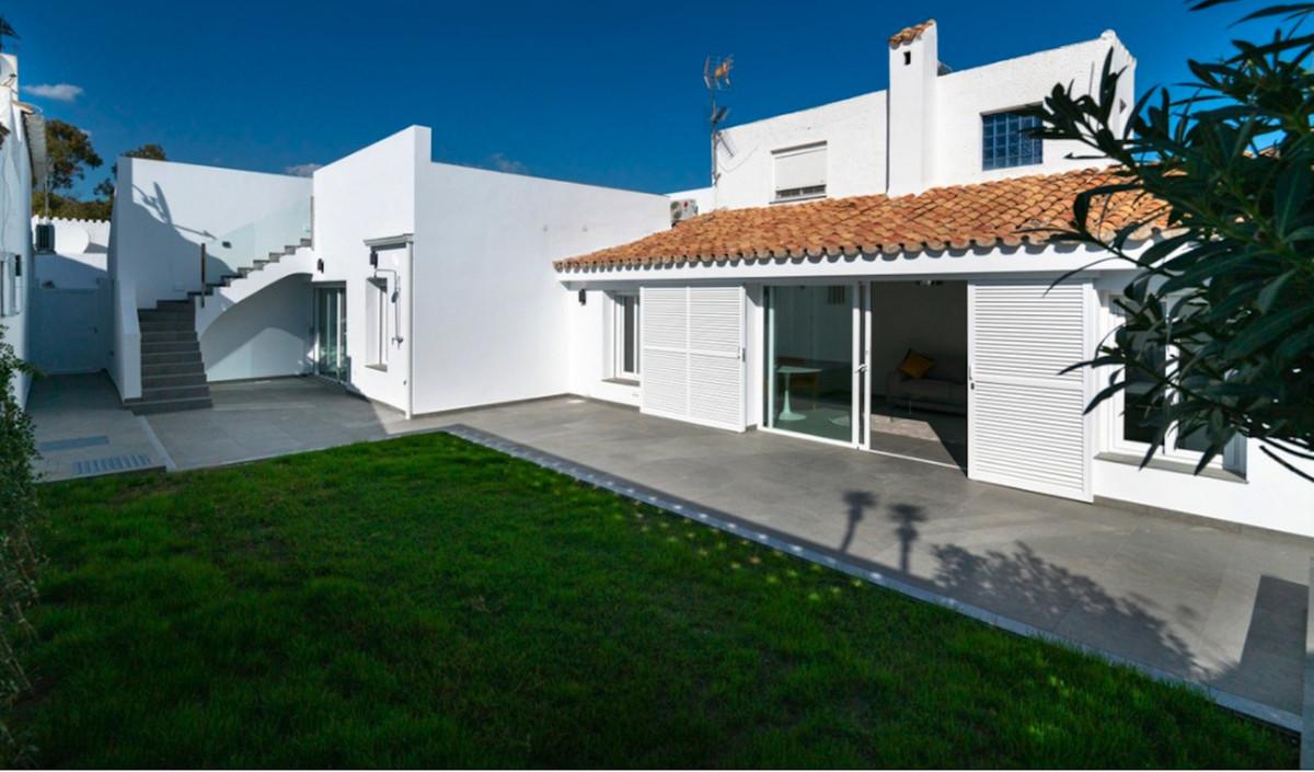 1 Bedroom Townhouse For Sale, Estepona
