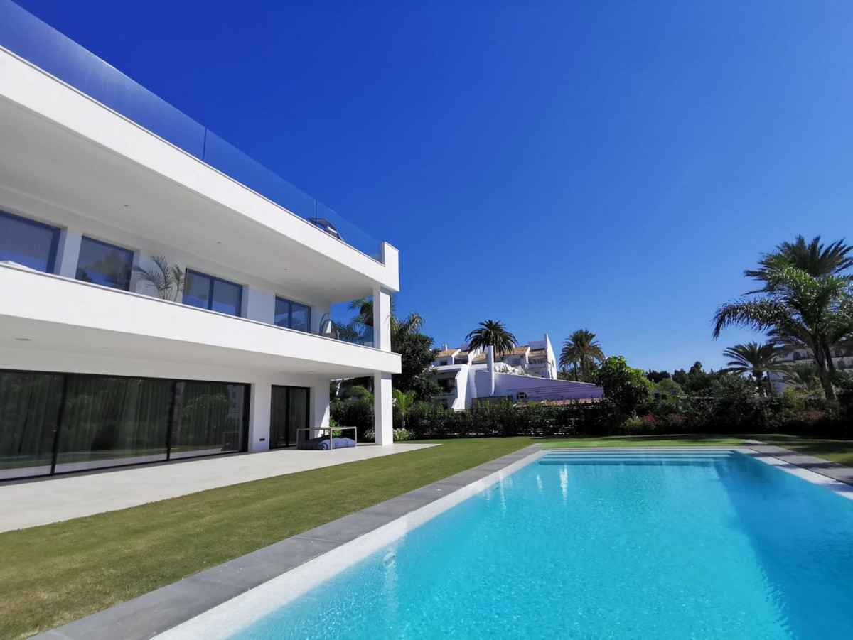 House in Nueva Andalucía R2890094 1