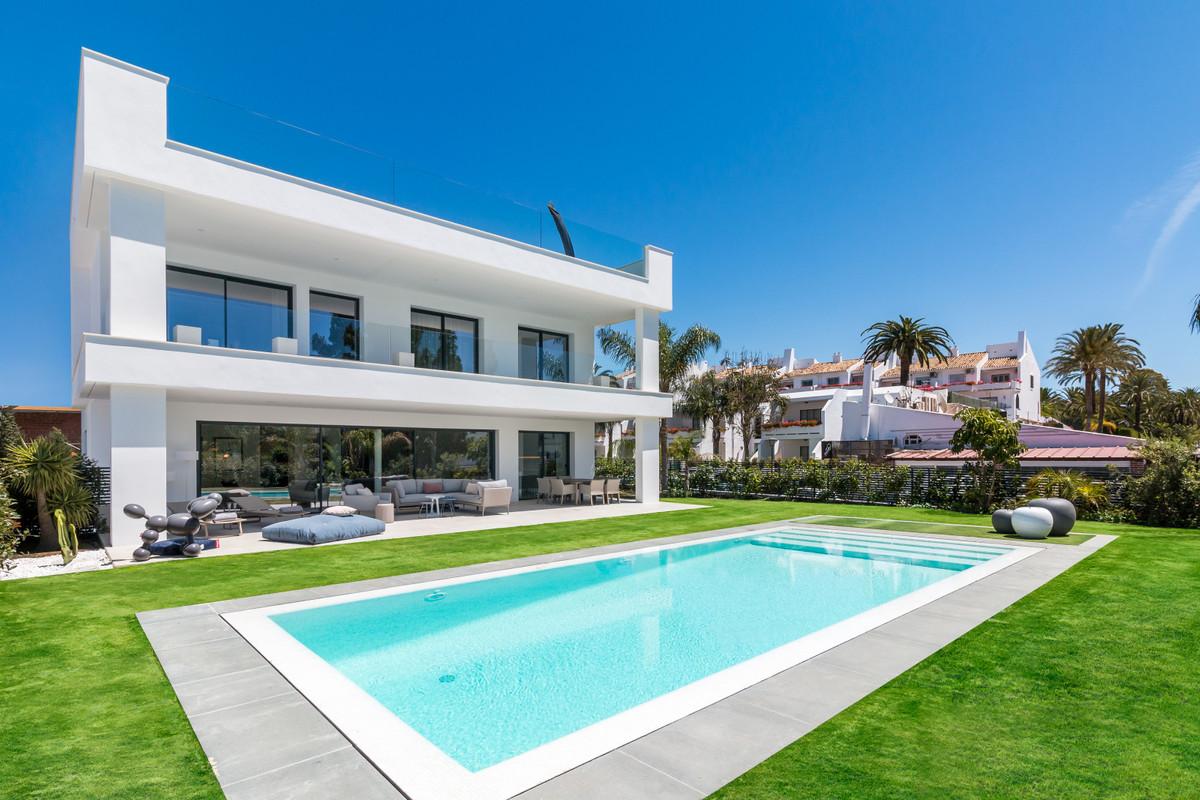 House in Nueva Andalucía R2890094 3