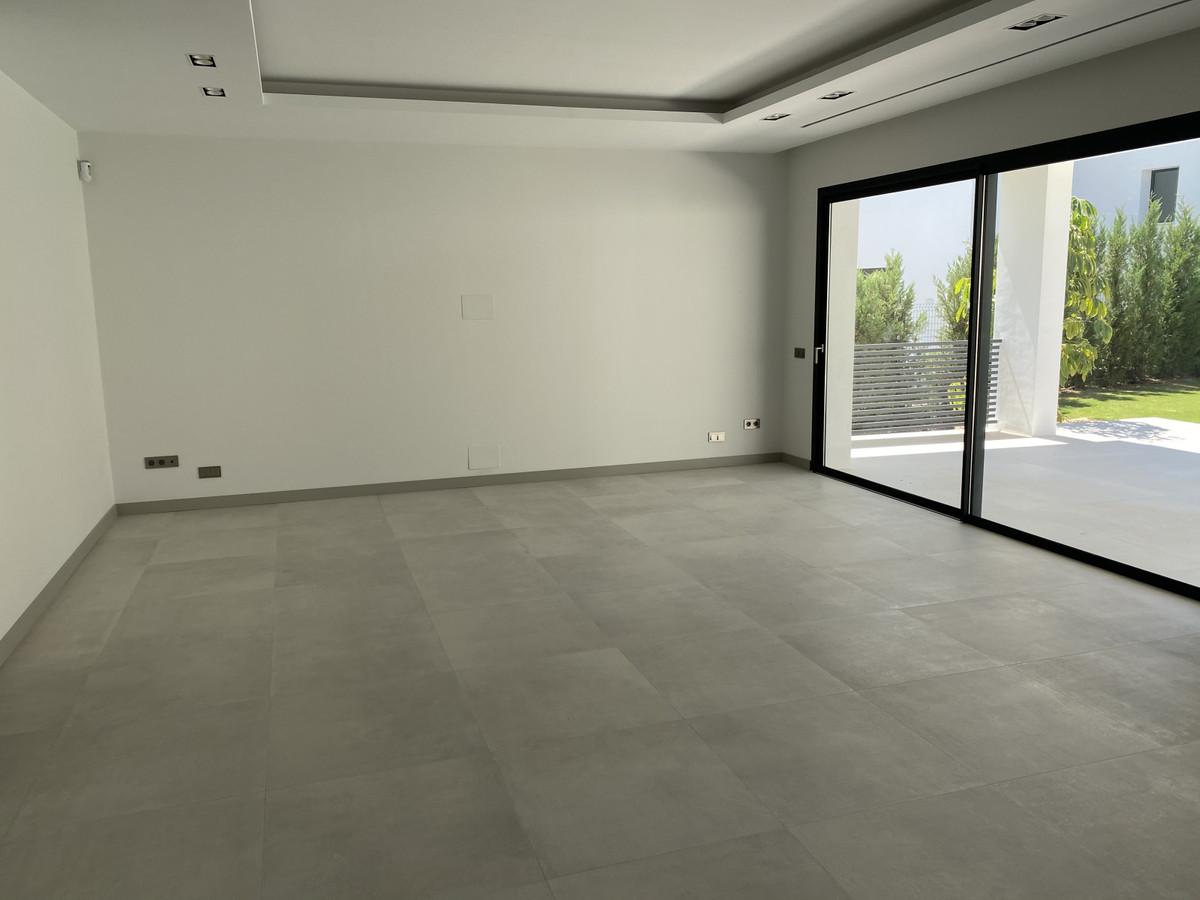 House in Nueva Andalucía R2890094 33