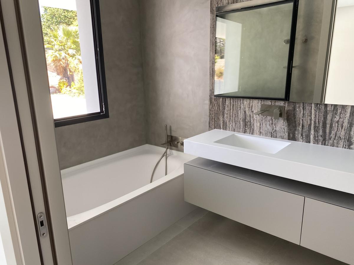 House in Nueva Andalucía R2890094 34