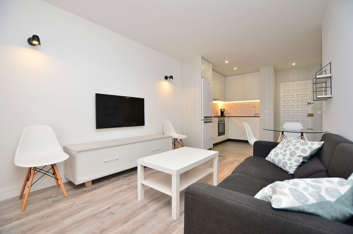 FULLY RENOVATED apartment located next to the prestigious PARQUE DE LA PALOMA area (Benalmadena Cost,Spain