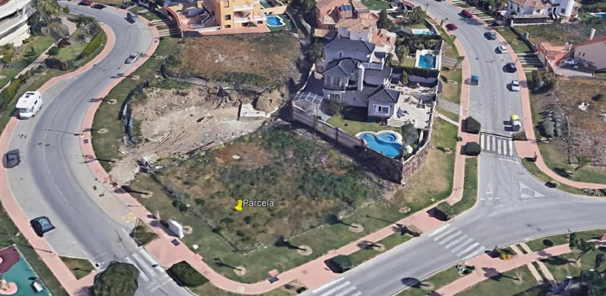 595 m2 plot for sale in the prestigious Cortijo de Torrequebrada urbanization (Benalmadena Costa).  ,Spain