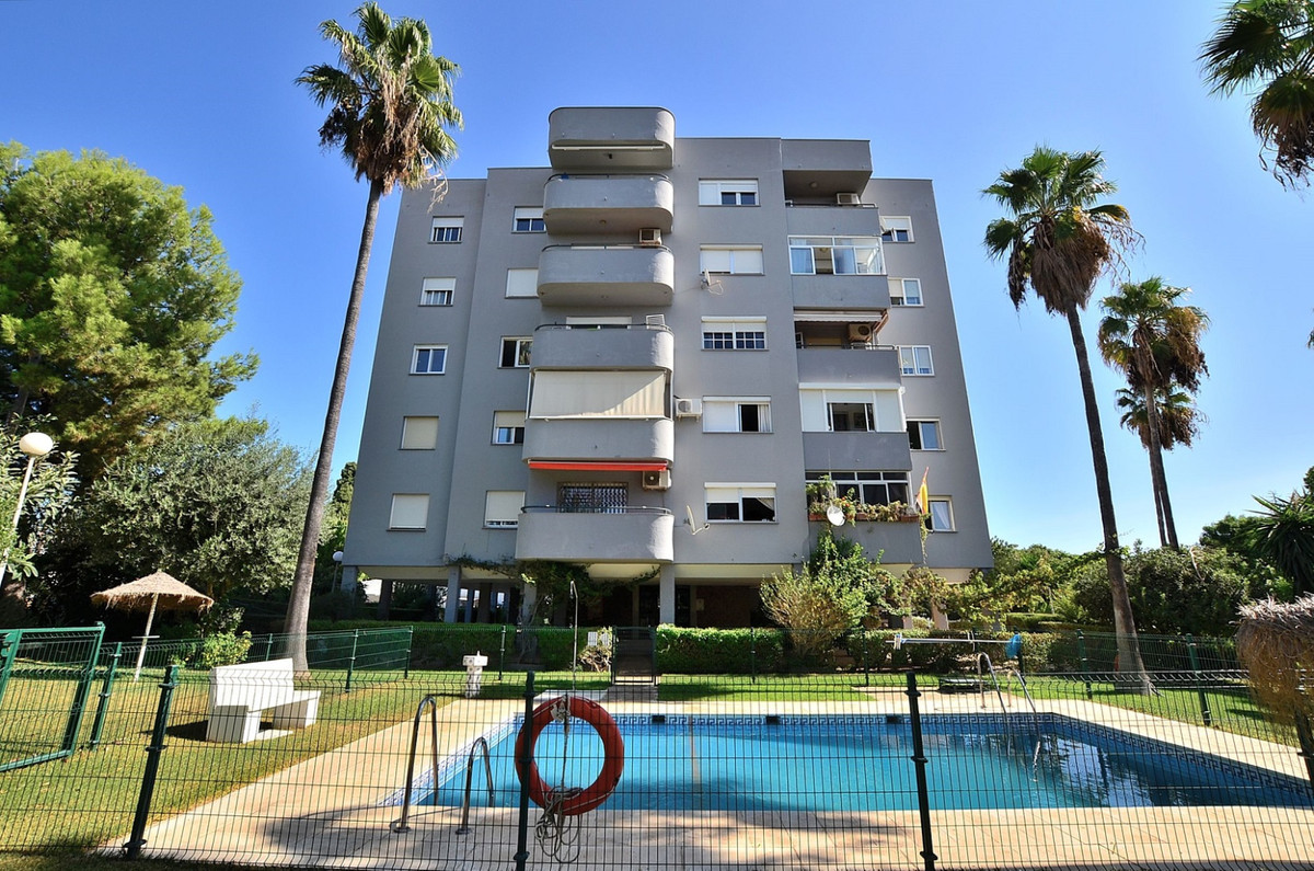 Middle Floor Apartment for sale in El Pinillo R3721889
