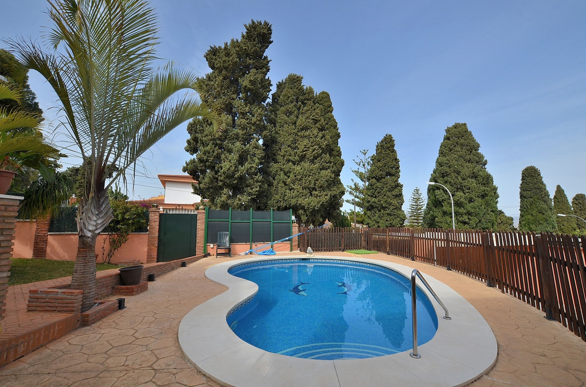 JUST REDUCED FROM 525.000 € to 495.000 €!  WONDERFUL VILLA WITH OPEN VIEWS located in Urb. El Lagar ,Spain