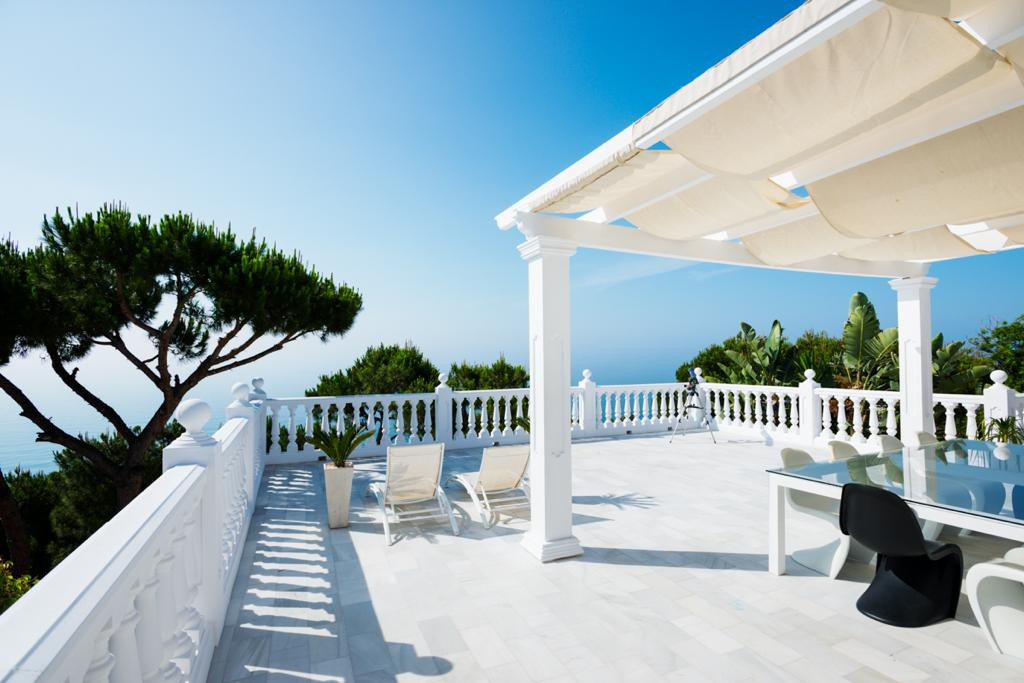 ORIGINAL PRICE OF 2.800.000 € NOW REDUCED TO 1.790.000 €  Contemporary style Villa with stunning sea,Spain