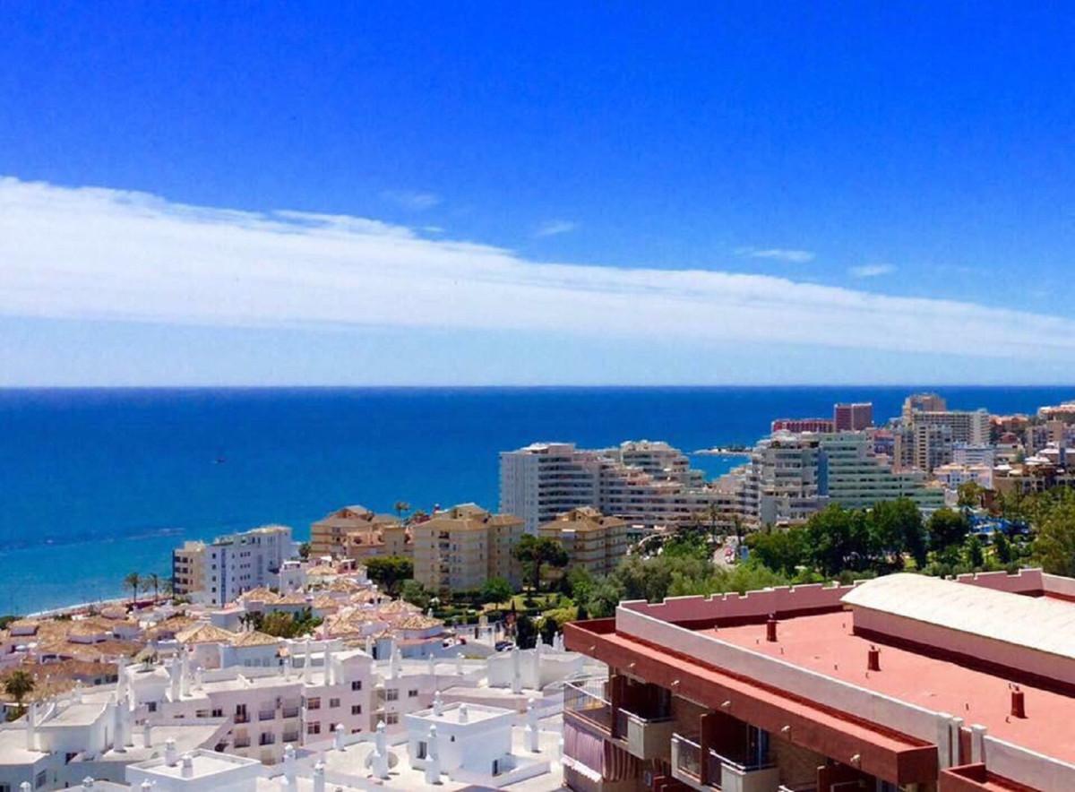 FANTASTIC TOP FLOOR STUDIO WITH NICE SEA VIEWS located in Benalmadena Costa, in a popular complex in,Spain