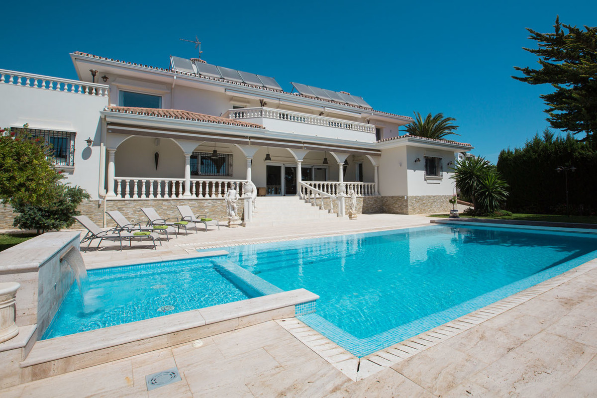 STUNNING VILLA WITH MEDITERRANEAN SEA VIEW  Gorgeous well-equipped luxury villa located in Benalmade,Spain