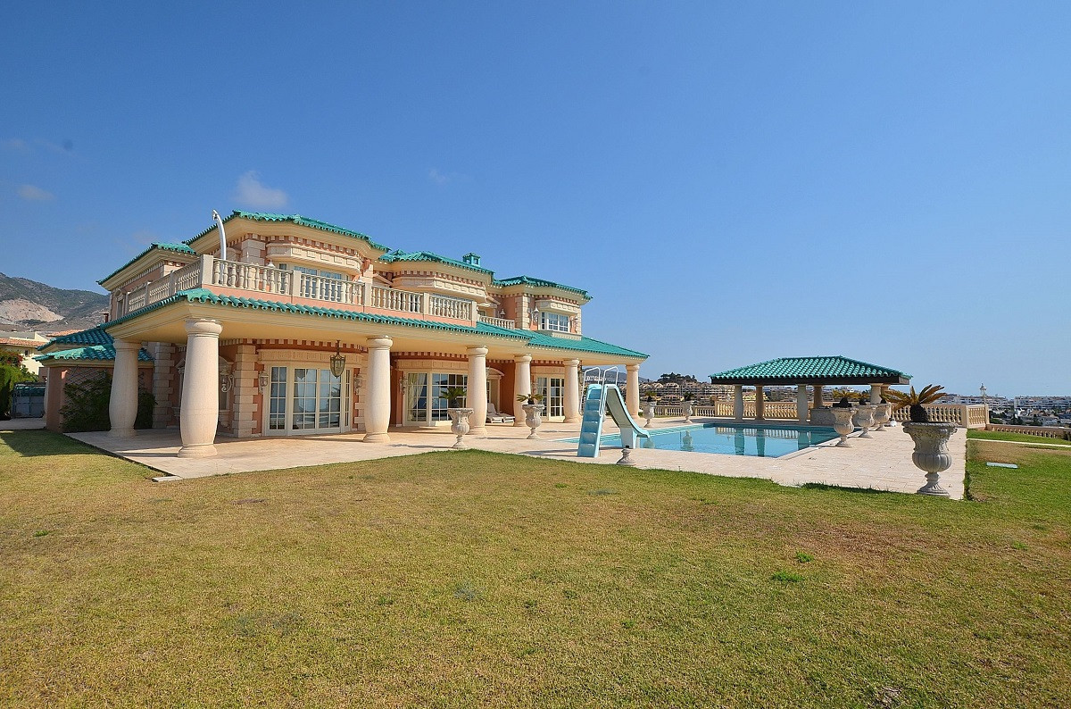 Villa 5 Dormitorios en Venta Benalmadena Costa