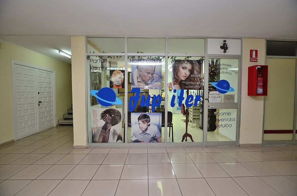 Commercial premise of 28 m2 located in Arroyo de la Miel (Benalmadena), inside Jupiter building.  Us,Spain