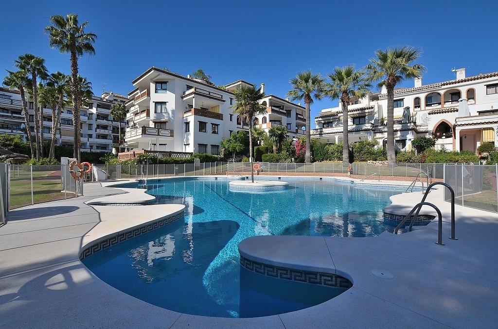 JUST REDUCED FROM 185.000 € to 162.000 €!  FANTASTIC APARTMENT AT ONLY 250 MTS FROM THE BEACH locate,Spain