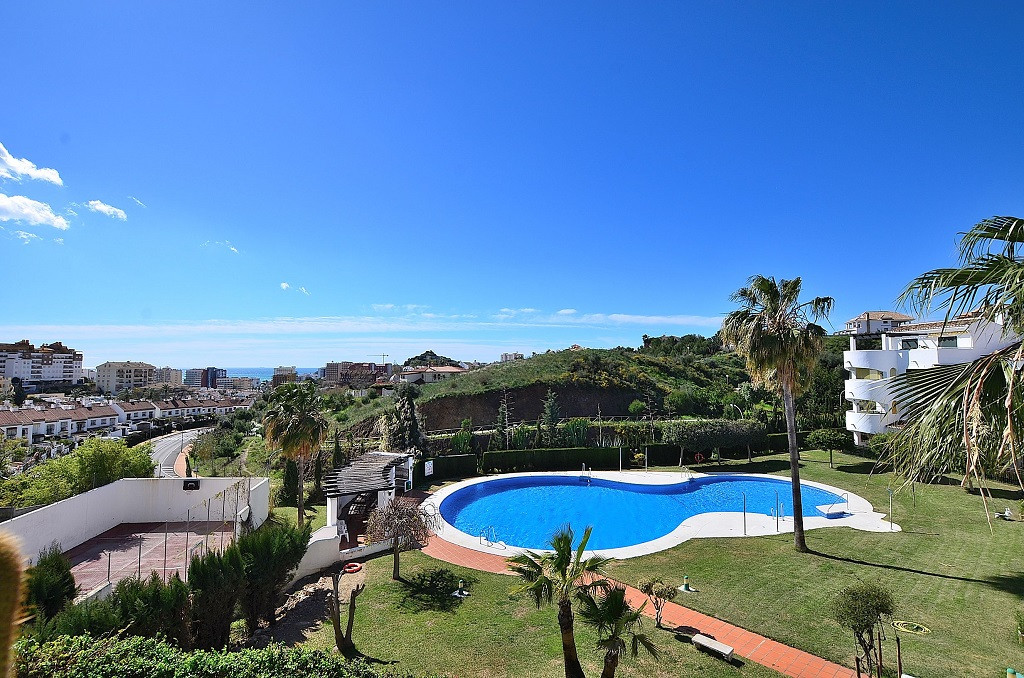 JUST REDUCED FROM 279.000 € to 235.000 €!  CORNER APARTMENT WITH AMAZING VIEWS located in Benalmaden,Spain