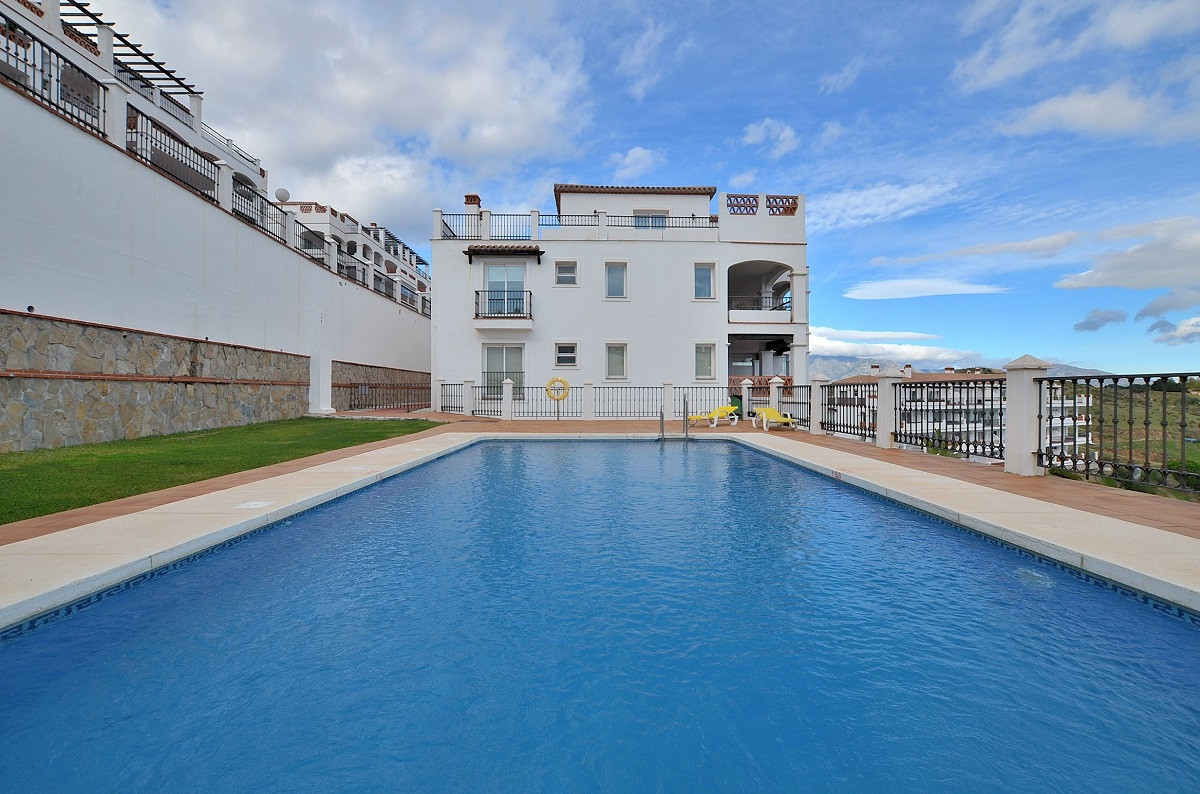 Apartment  Middle Floor for sale   in Calahonda