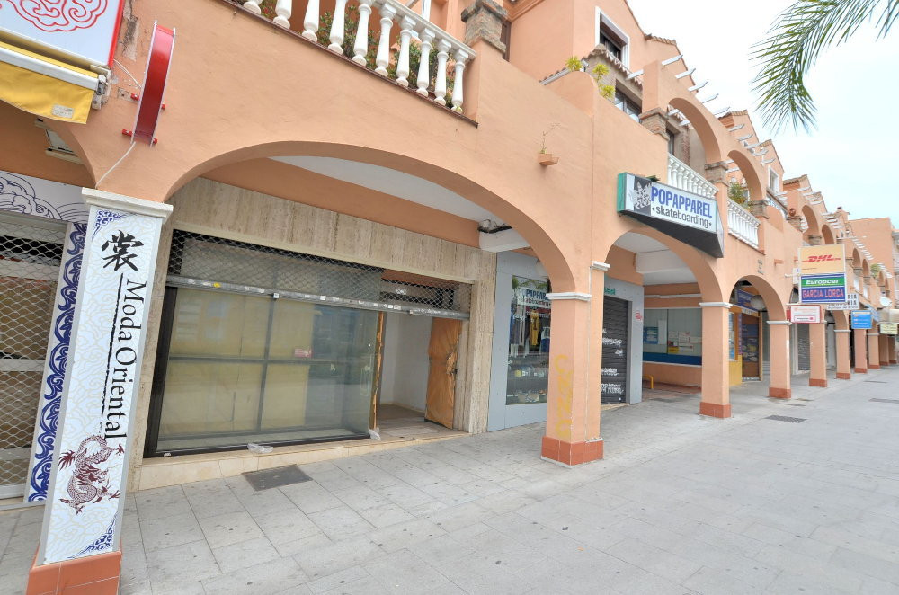 GREAT LOCATION! Commercial premise located in the heart of Arroyo de la Miel, on the main avenue whe,Spain