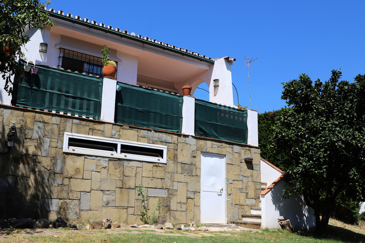 Villa, Independiente  en venta    en Nueva Andalucía