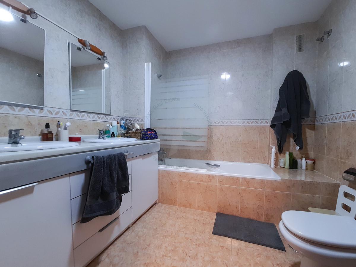 Middle Floor Apartment, Fuengirola, Costa del Sol. 3 Bedrooms, 2 Bathrooms, Built 127 m², Terrace 8 ,Spain