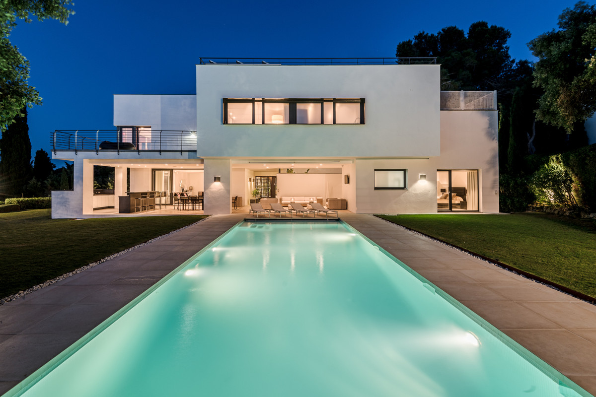 Just imagine leaving the city behind and relocating the family to the exclusive luxury exclave of So,Spain