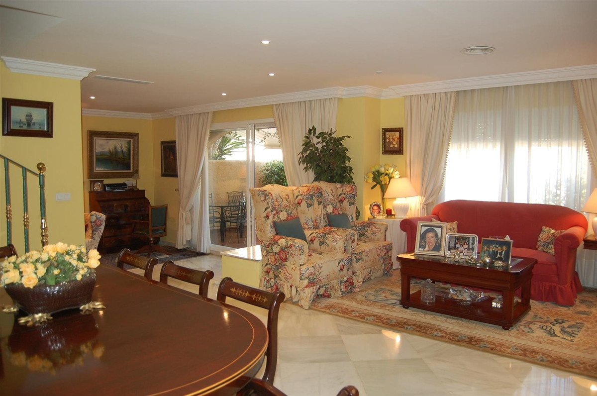 Ample west facing townhouse for sale in NUeva ANdalucia. This lovely townhouse is located in an encl,Spain