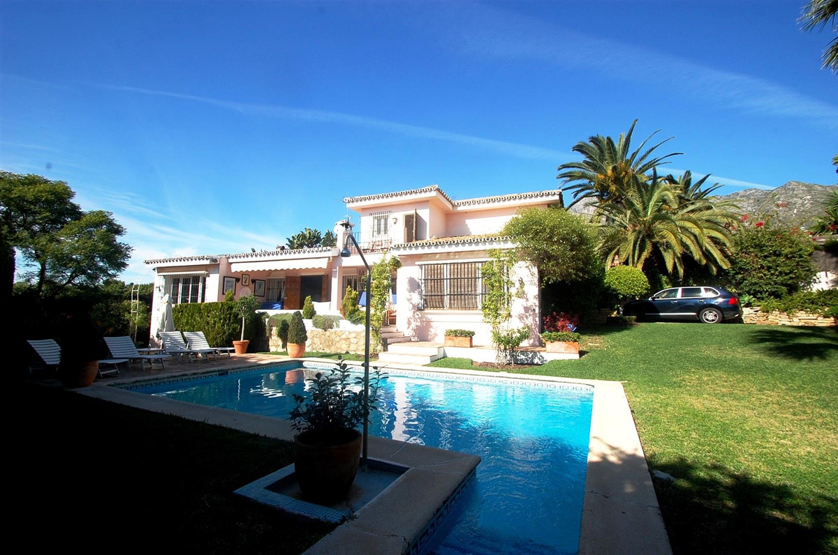 Cosy 3 bed & 3 baths south orientated villa situated in an exclusive residential area in Marbell,Spain