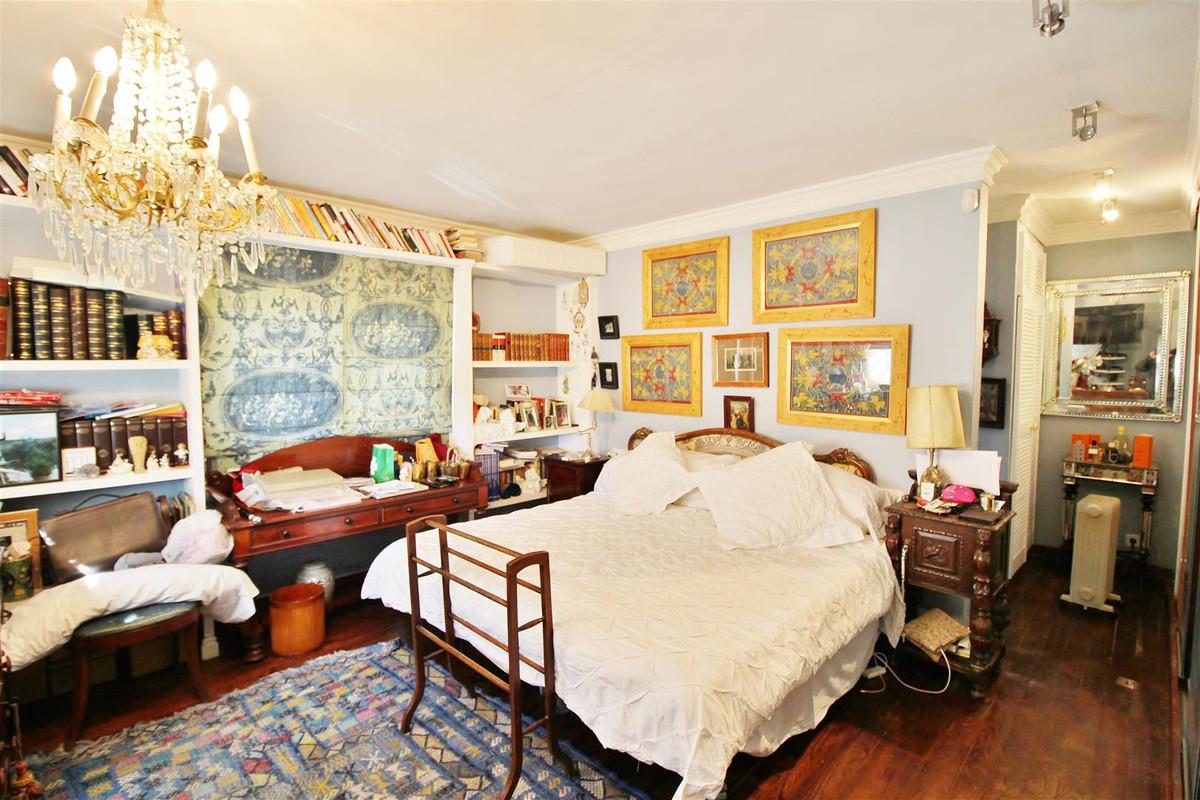 Villa con 5 Dormitorios en Venta Istán