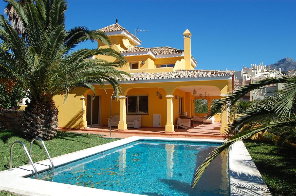 Detached Villa for sale in Marbella R2108621
