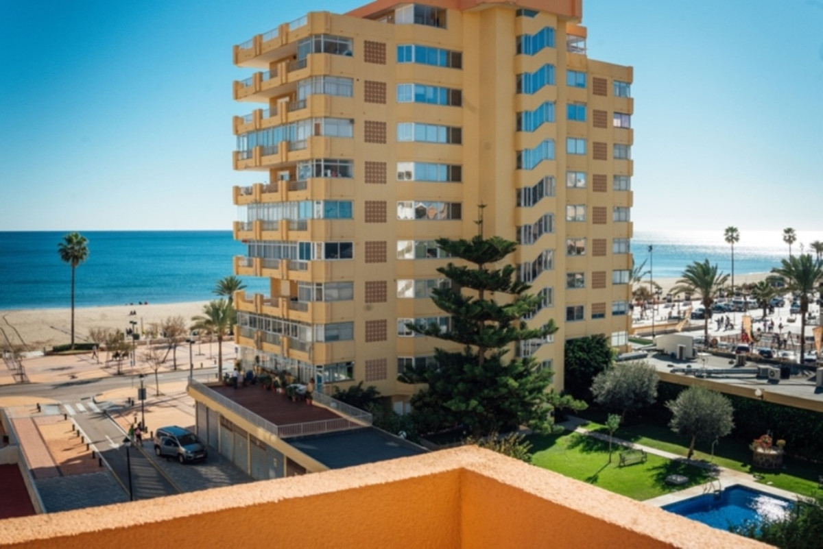 Very elegant apartment centrally located in Los Boliches. Totally renovated, everything is new, the ,Spain