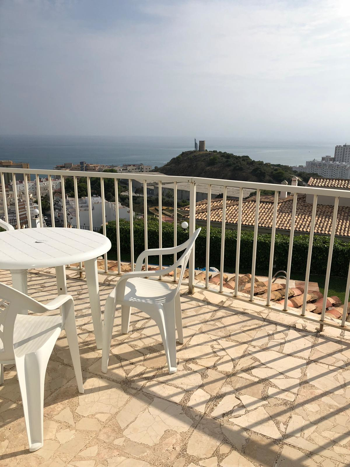 For sale 966m2 plot and Villa on it, plot has 900m2 right to build, plot is flat, and can be buildt ,Spain