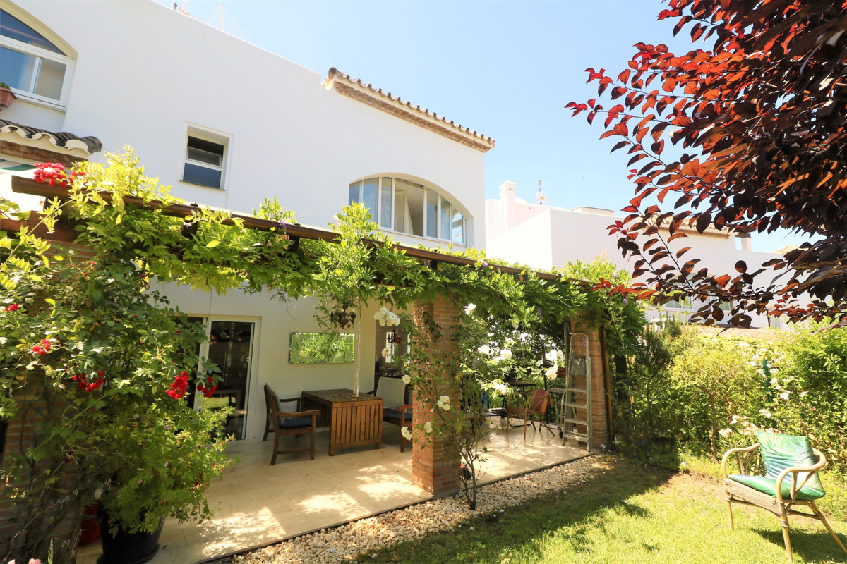 Maison mitoyenne en vente à Estepona R3659471
