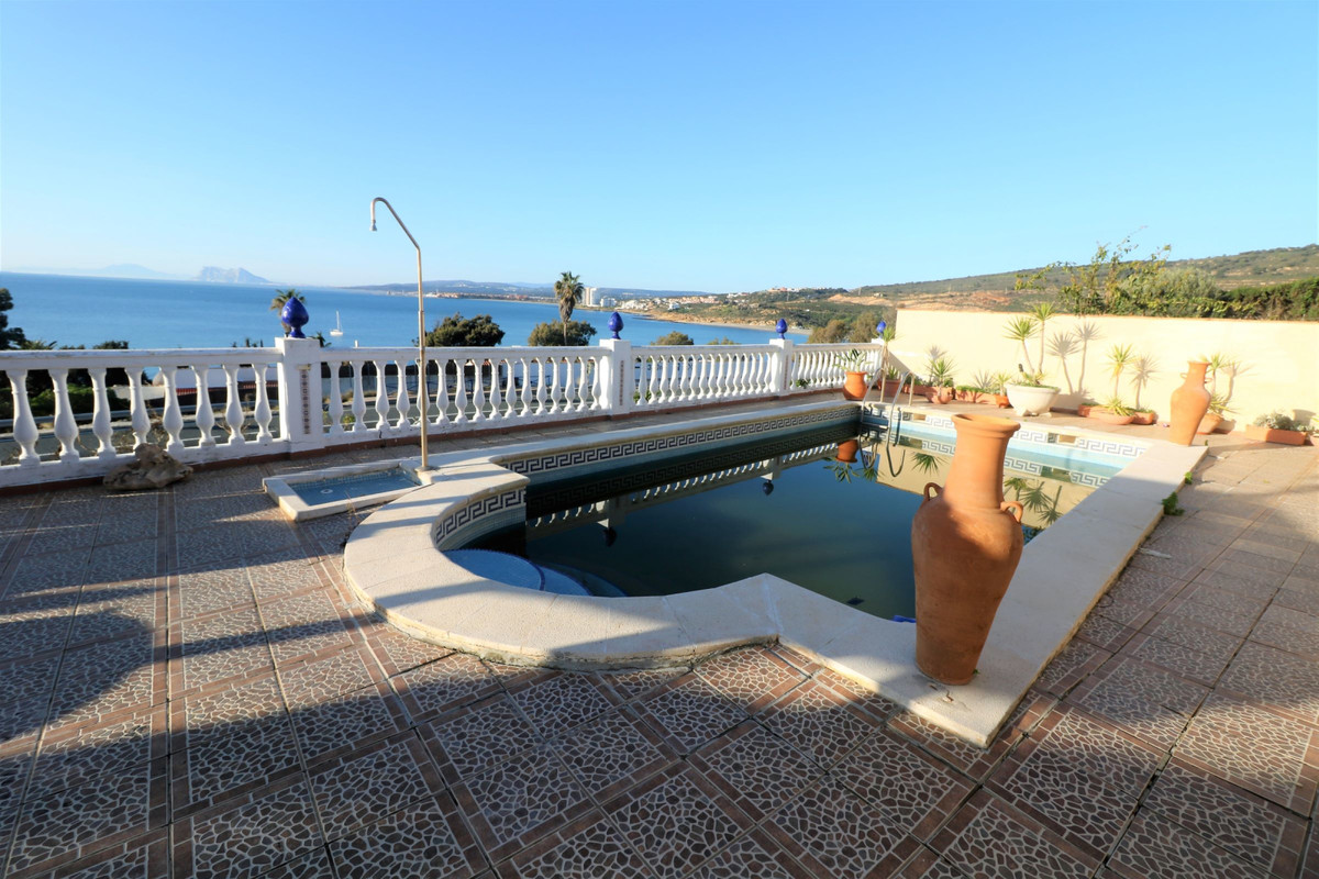 SOUTHWEST FACING ANDALUSIAN STYLE VILLA with amazing views to the sea, Gibraltar and the coast of Af,Spain