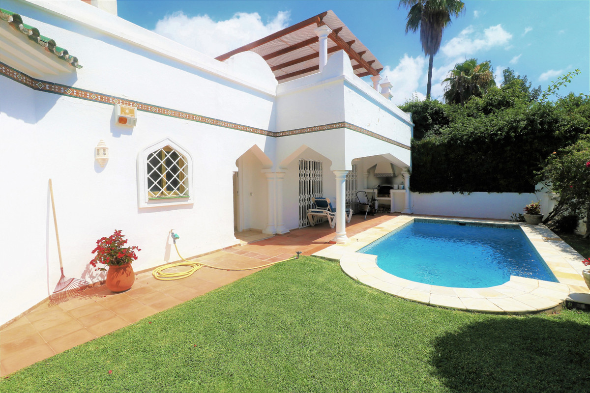 Detached Villa for sale in Marbella R3897796
