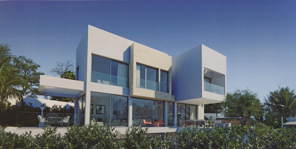 , El Paraiso, Costa del Sol. 4 Bedrooms, 4.5 Bathrooms, Built 331 m², Terrace 169 m², Garden/Plot 82,Spain