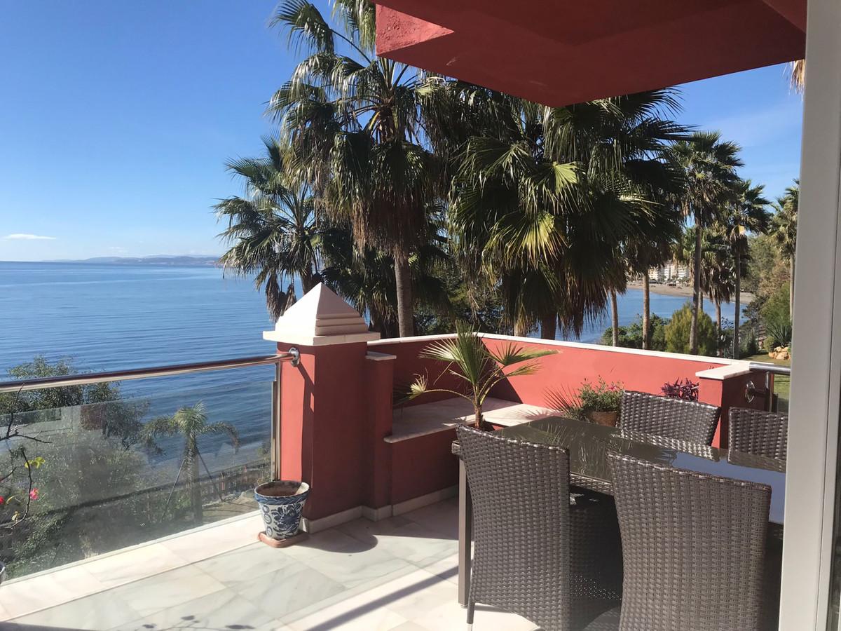 Middle Floor Apartment, Estepona, Costa del Sol. 2 Bedrooms, 2 Bathrooms, Built 140 m², Terrace 30 m,Spain