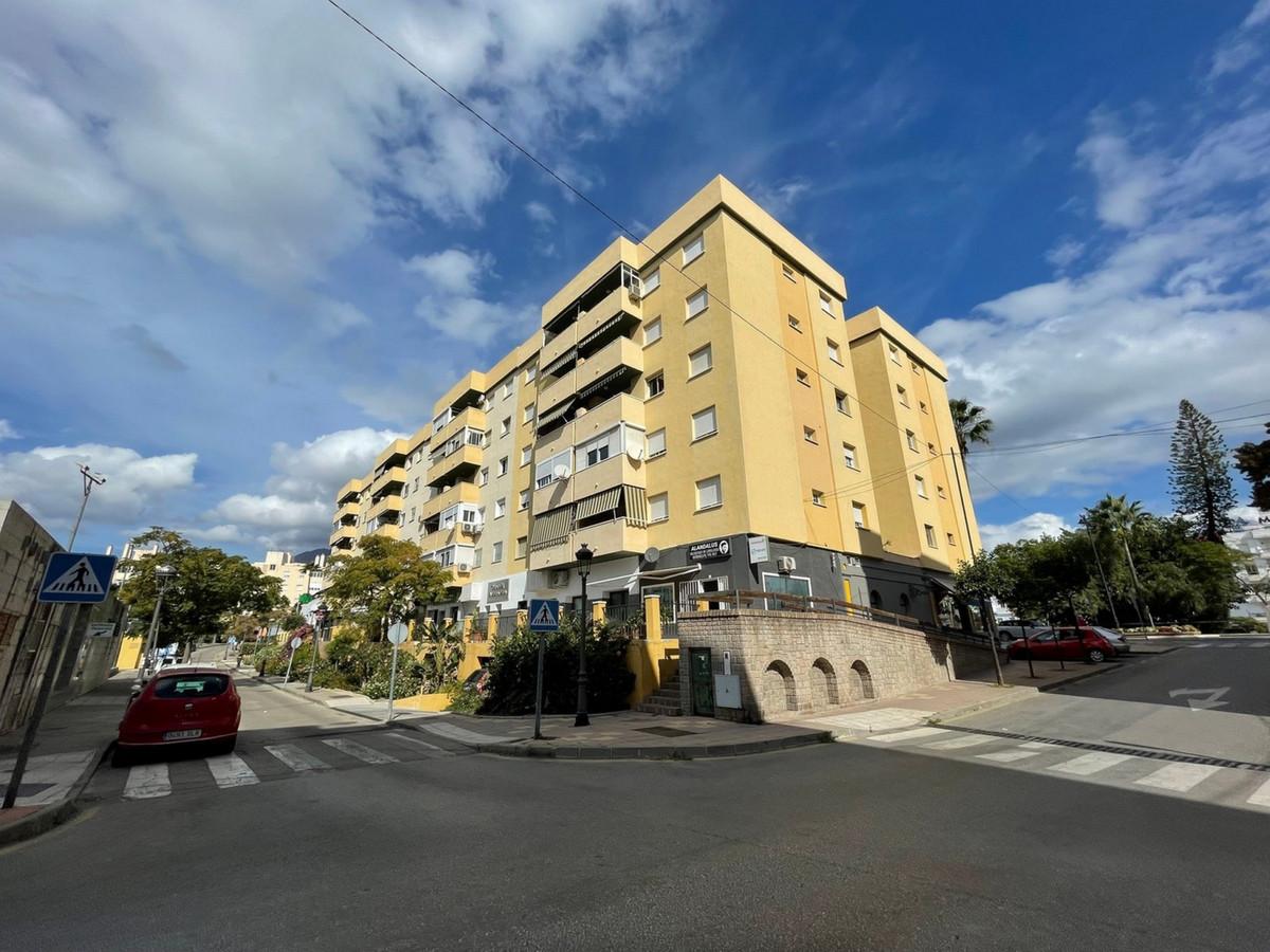 , Estepona, Costa del Sol. 3 Bedrooms, 2 Bathrooms, Built 113 m², Terrace 15 m².  Setting : Commerci,Spain