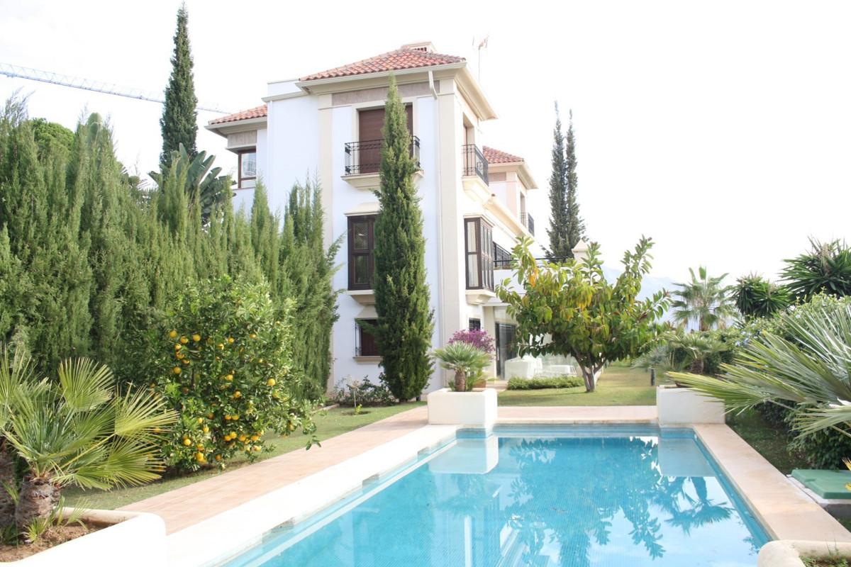 Villa 5 Dormitorios en Venta Los Arqueros