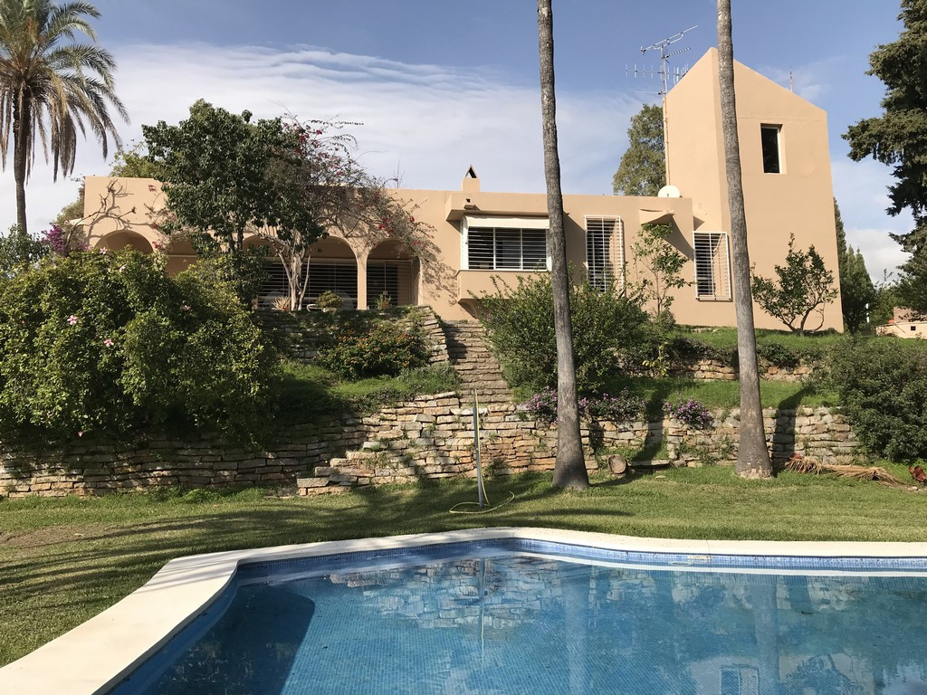 Detached Villa, Estepona, Costa del Sol. 4 Bedrooms, 4 Bathrooms, Built 300 m², Terrace 100 m², Gard,Spain