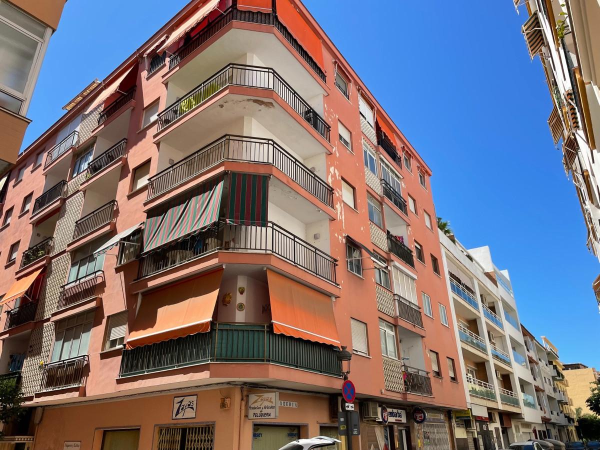Middle Floor Apartment, Estepona, Costa del Sol. 2 Bedrooms, 1 Bathroom, Built 0 m².  Setting : Beac,Spain