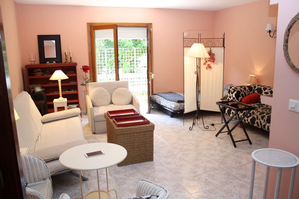 Ground Floor Studio, Selwo, Costa del Sol. Built 65 m², Terrace 4 m².  Setting : Beachfront, Close T,Spain