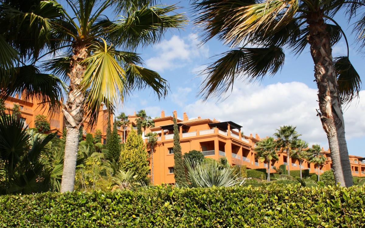 Apartamento Planta Baja, Benahavis, Costa del Sol. 2 Dormitorios, 2 Banos, Construidos 202 m², Terra,Spain