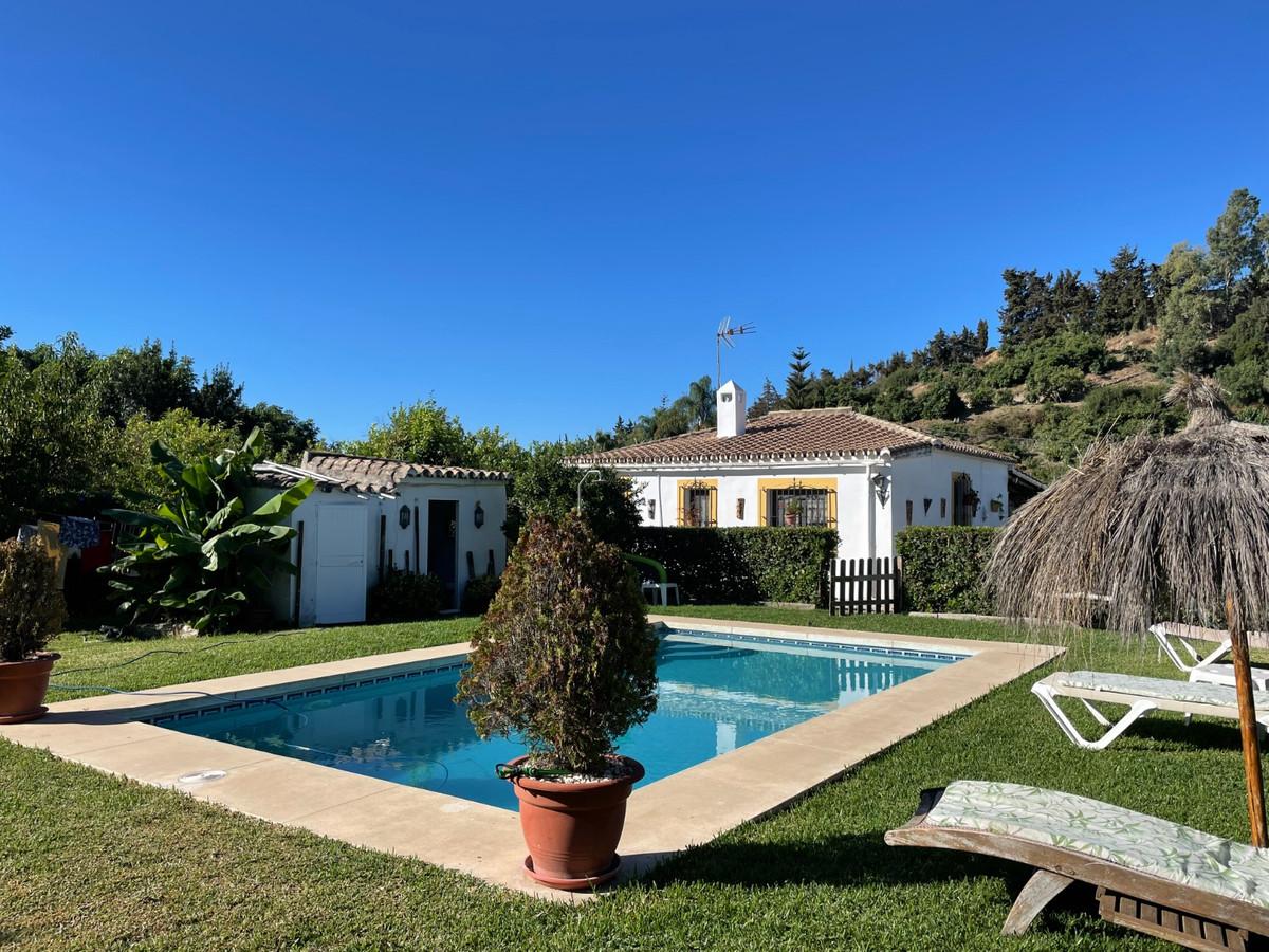 Detached Villa, Estepona, Costa del Sol. 3 Bedrooms, 1 Bathroom, Built 120 m², Garden/Plot 1800 m². ,Spain