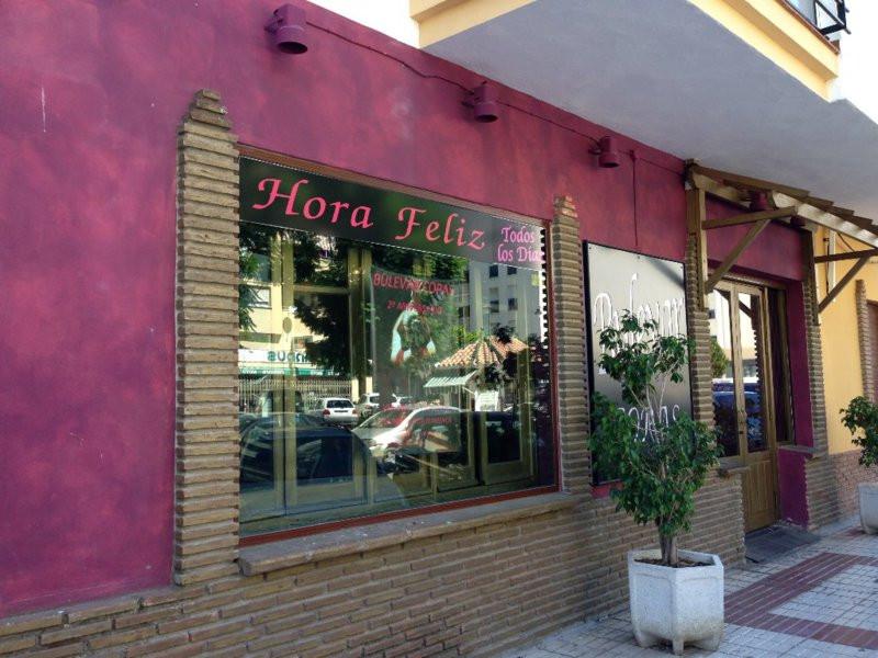 Bar, Estepona, Costa del Sol. 4 Bedrooms, 2 Bathrooms, Built 180 m².  Setting : Commercial Area, Clo,Spain