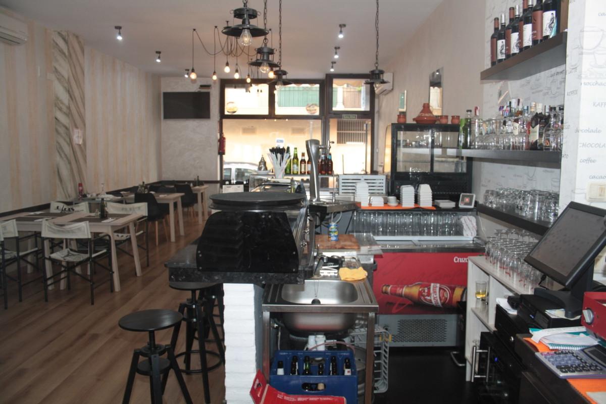 , Estepona, Costa del Sol. Built 75 m².  Setting : Commercial Area, Village, Close To Shops, Close T,Spain