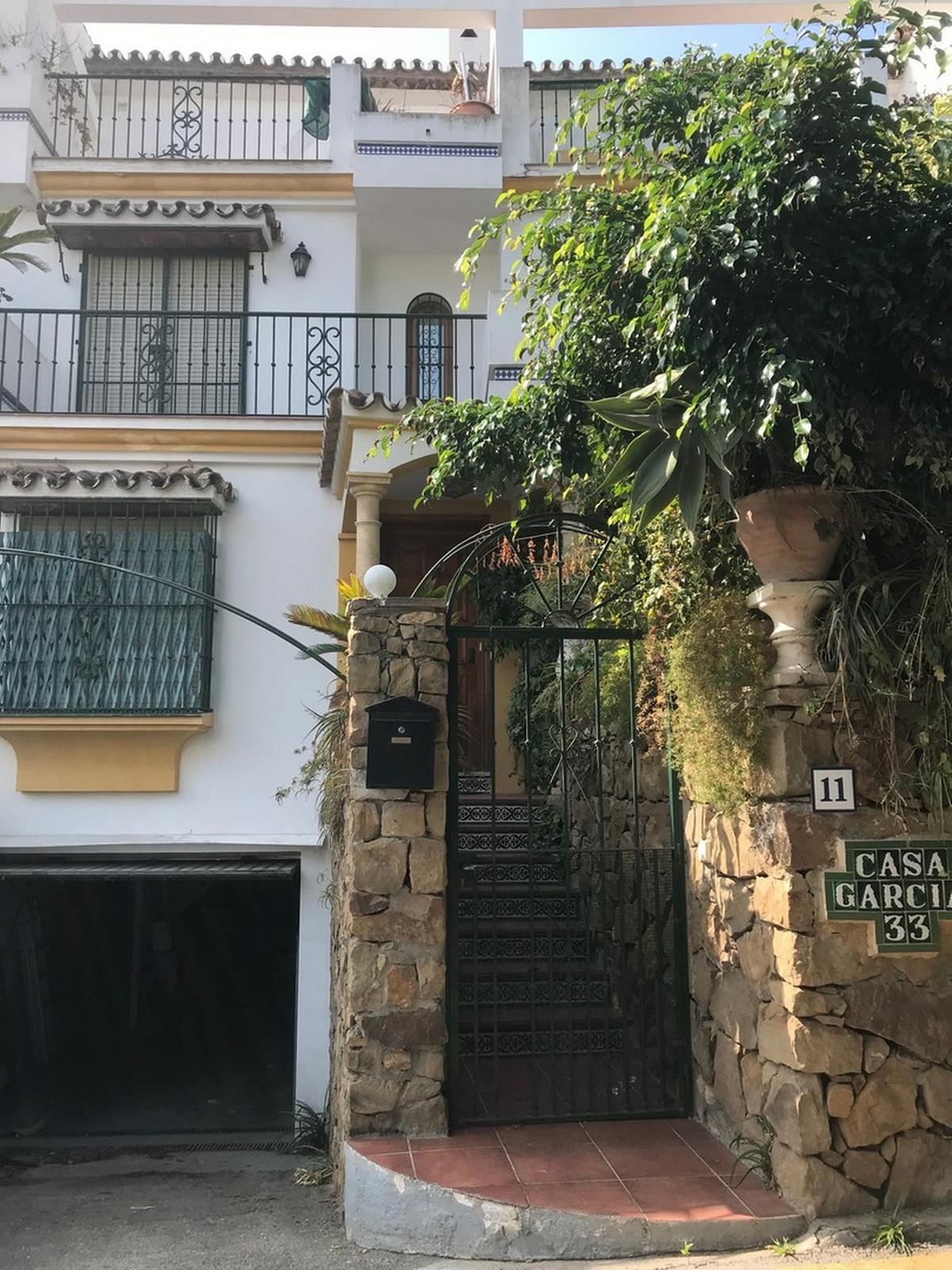 Townhouse in Estepona R31860