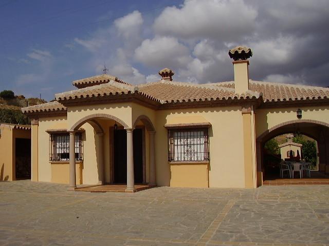 Villa - Detached, Estepona, Costa del Sol. 3 Bedrooms, 2.5 Bathrooms, Built 220 sqm, Terrace 45 sqm,,Spain