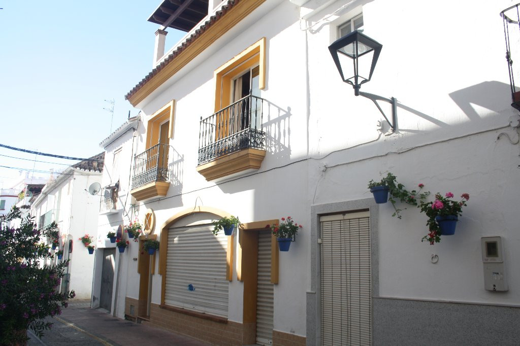 House in city center with business premises. excelent situation  , Estepona, Costa del Sol. 3 Bedroo,Spain