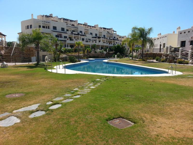 Middle Floor Apartment, Selwo, Costa del Sol. 2 Bedrooms, 2 Bathrooms, Built 90 m², Terrace 20 m².  ,Spain