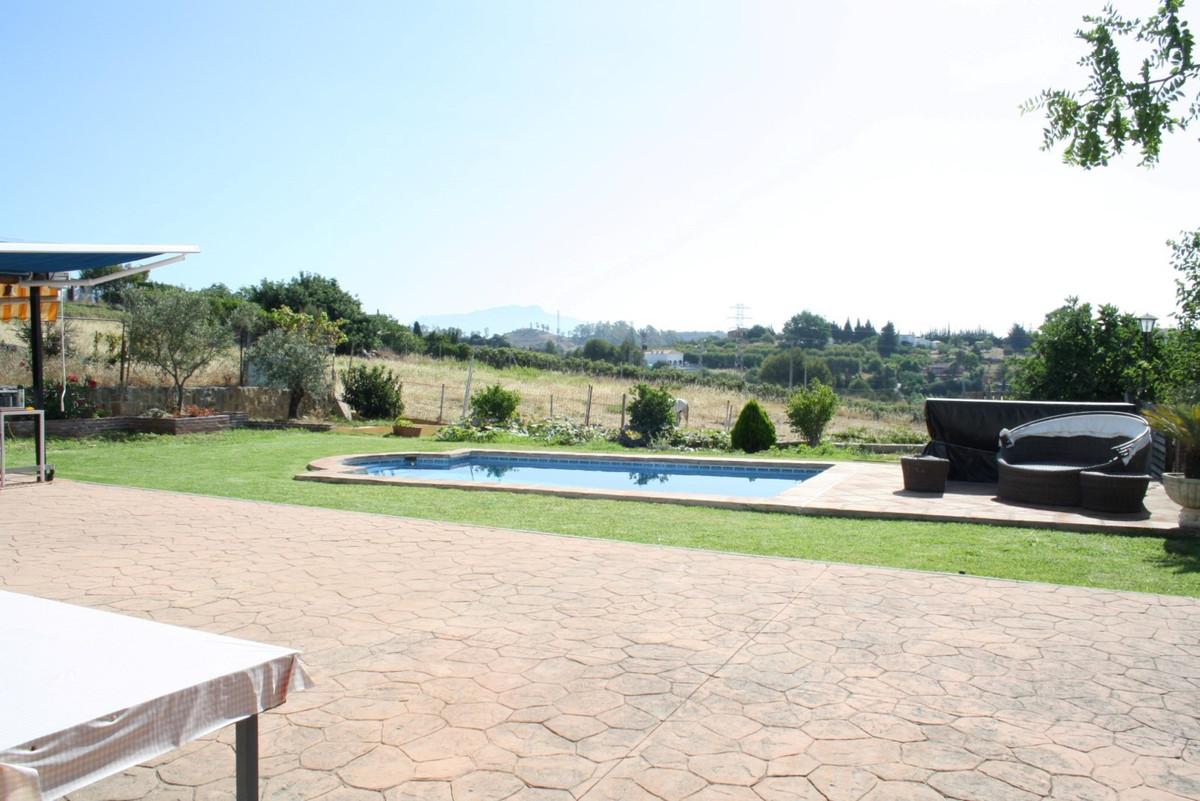 Detached Villa, Estepona, Costa del Sol. 3 Bedrooms, 2 Bathrooms, Built 120 m², Terrace 100 m², Gard,Spain