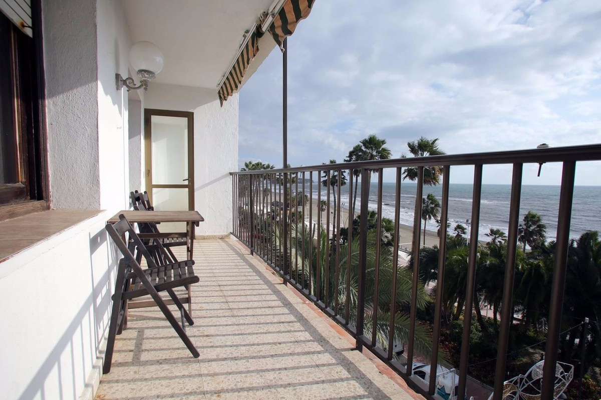 Apartamento con 6 Dormitorios en Venta Estepona