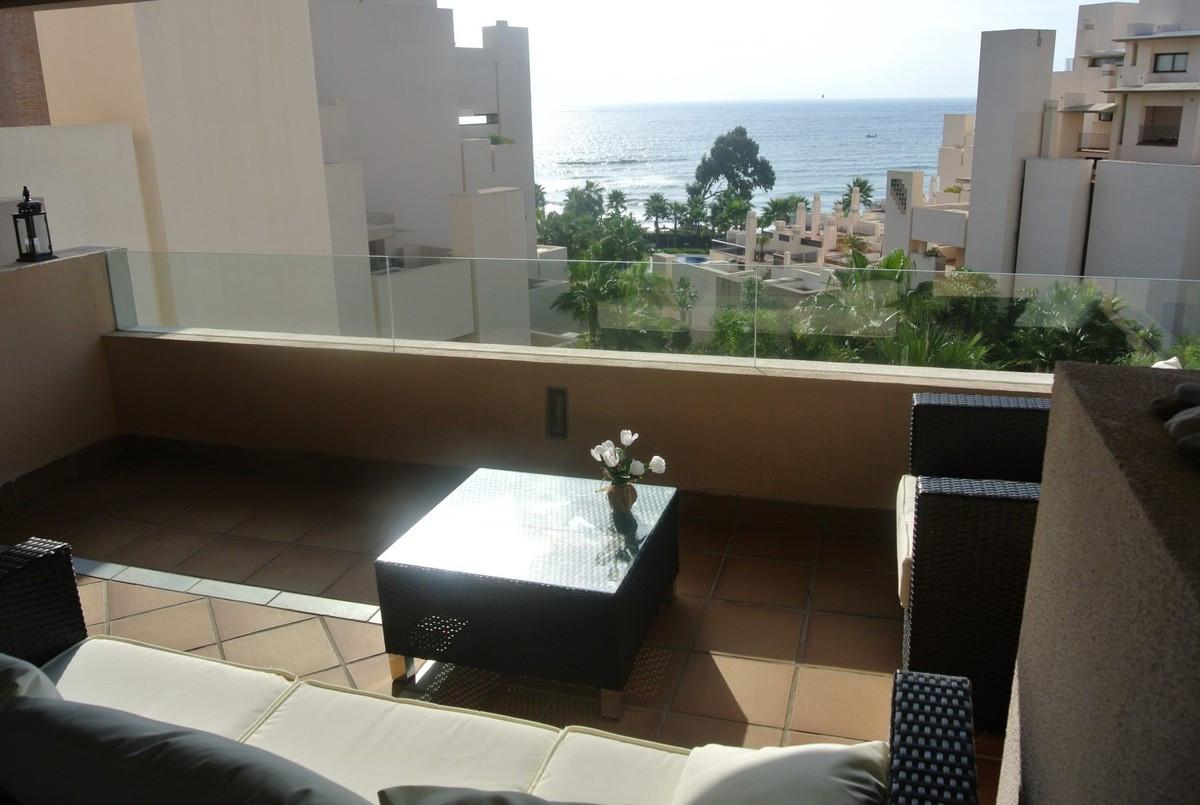 Middle Floor Apartment, Estepona, Costa del Sol. 2 Bedrooms, 2 Bathrooms, Built 101 m², Terrace 32 m,Spain