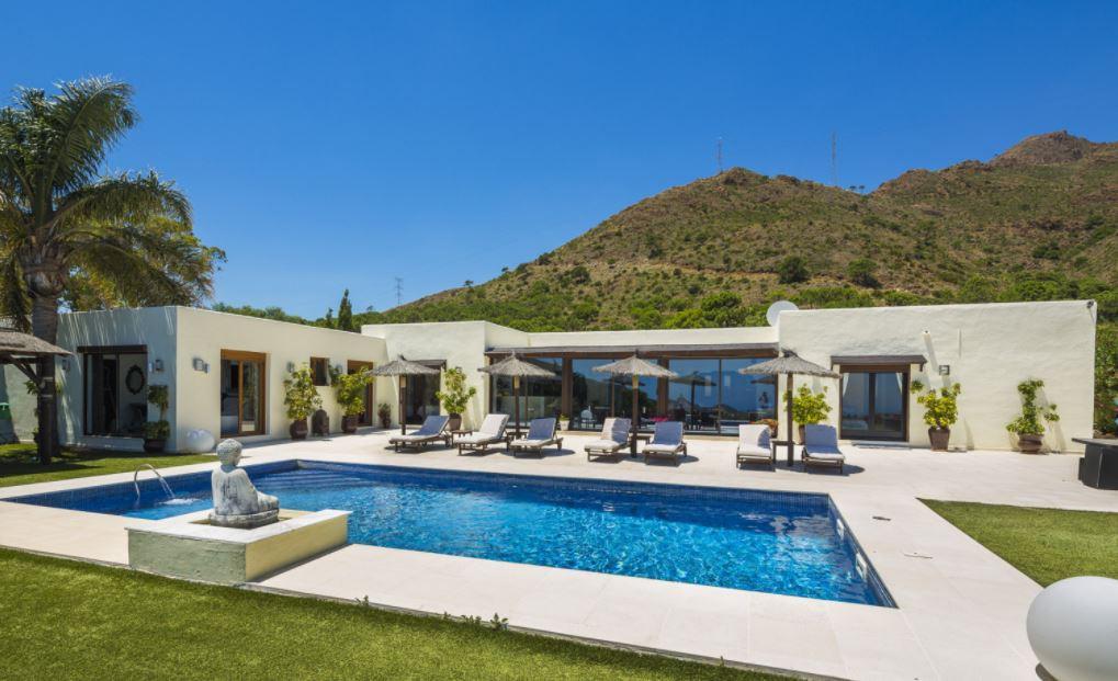 Villa  Detached for sale   in Estepona