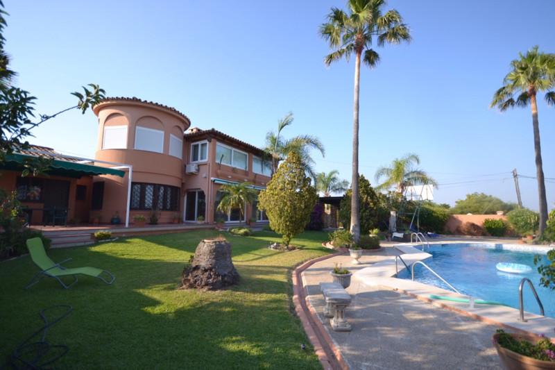 Detached Villa, Estepona, Costa del Sol. 5 Bedrooms, 3 Bathrooms, Built 330 m², Garden/Plot 1050 m².,Spain
